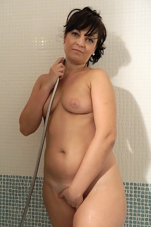 Free Moms Shower Porn Pictures