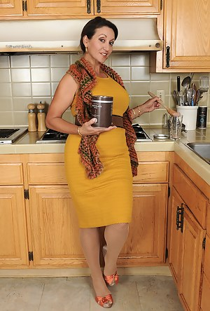 Free Moms Kitchen Porn Pictures
