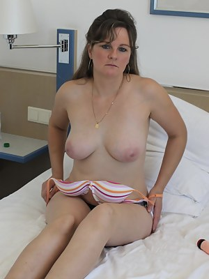 Free Moms Bedroom Porn Pictures